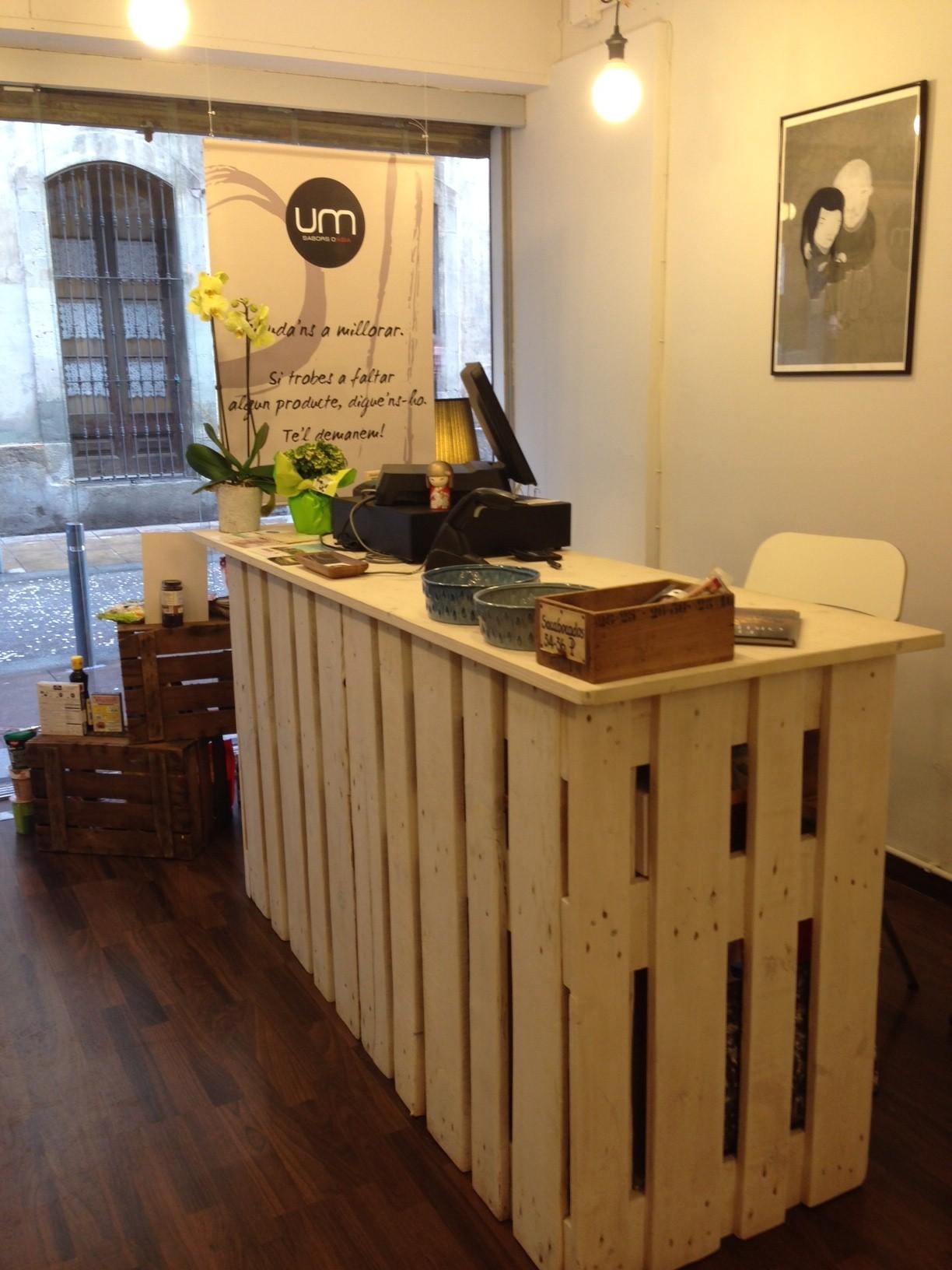 Mostrador tienda construido con palets ixbit for Fabricacion de bares de madera